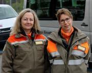 Chris Oeuvray (links) und Anna-Maria Schärer wurden zu den ersten weiblichen Offizieren ernannt.