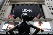 Das Uber-Logo zierte am Freitag das Gebäude des New York Stock Exchange.Bild: Mark Lennihan/AP
