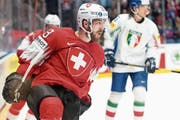 Werbung in eigener Sache: Lino Martschini nach seinem Treffer zum 3:0. (Bild: Melanie Duchene/Keystone (Bratislava, 11. Mai 2019))