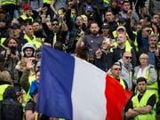 Am 26. Protestsamstag in Folge gab es grössere Demonstrationen in Lyon im Osten Frankreichs und in Nantes im Westen. Die «Gelbwesten» fordern mehr soziale Gerechtigkeit. (Bild vom 6. April) (Bild: KEYSTONE/EPA/IAN LANGSDON)