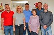 Die abtretenden und neuen Mandatsträger: (von links) Rony Künzle, Gabriela Heer, Christian Schnider, Maria-Luise Abt, Bruno Metzger sowie Stefan Korn. (Bild: Peter Jenni)
