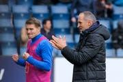 FCL-Trainer Thomas Häberli (rechts) und Ersatzspieler Claudio Lustenberger jubeln nach dem Tor zum 3:0 gegen GC. (Bild: Martin Meienberger/Freshfocus, Luzern, 12. Mai 2019)