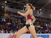 Startläuferin Lea Sprunger läuft mit der 4x400-m-Staffel in Yokohama in den 7. Rang (Bild: KEYSTONE/EPA/VALDRIN XHEMAJ)