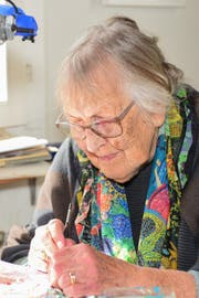 Mimi Hauri bei der Arbeit zu Hause in Roggwil. (Bild: Daniela Ebinger)