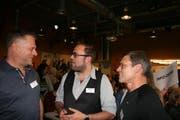 Präsident, Christof Sigrist im Gespräch mit Regisseur Stefan Wieland und David Leuthold, der für das Bühnenbild verantwortlich ist (von links). (Bild: Sepp Odermatt, Stans, 11. Mai 2019)