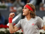 Stefanos Tsitsipas zeigt gegen Rafael Nadal die Siegerfaust (Bild: KEYSTONE/EPA EFE/JAVIER LIZON)