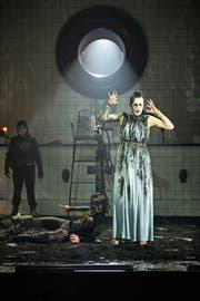 Amore (Diane Gemsch) ist auch der verstossenen Kaiserin Ottavia (Ieva Prudnikovaite) nahe. (Bild: Iko Freese)