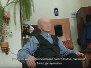 Die Dokumentation zeigt Begegnungen von Opfern pädophiler Priester mit ihren einstigen Peinigern. Einige inzwischen sehr alte Priester gestehen den Missbrauch, bitten um Vergebung und bieten manchmal finanzielle Entschädigung an. (Screenshot) (Bild: Tomasz Sekielski/Youtube)