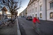 Dieser Abschnitt der Bahnhofstrasse hätte im Sommer autofrei werden sollen. (Bild: Pius Amrein, 4. Januar 2019)