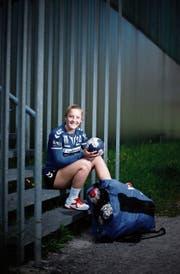 Der Handball steht bei ihr im Mittelpunkt: Dimitra Hess. (Bild: Stefan Kaiser (Zug, 24. April 2019))