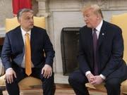 US-Präsident Donald Trump (r.) und Ungarns Ministerpräsident Viktor Orban am Montag im Weissen Haus in Washington. (Bild: Keystone/EPA Polaris POOL/CHRIS KLEPONIS / POOL)