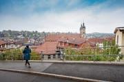 Am Hang zwischen Berneggstrasse (Bild) und Mühlensteg ist ein Wohngebäude geplant. (Bild: Urs Bucher)