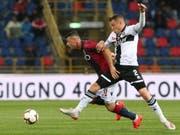 Blerim Dzemaili (links) trieb Bolognas Spiel gegen Parma an (Bild: KEYSTONE/EPA ANSA/GIORGIO BENVENUTI)