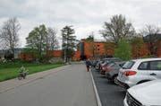 Etwa die Parkplätze bei der Zufahrt zum Chlösterli sorgen für Diskussionen. (Bild: Stefan Kaiser (Unterägeri, 13. Mai 2019))