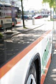 Bessere Angebote sollen die Leute auf den Bus umsteigen lassen. (Bild: Mareycke Frehner (5. Mai 2014))