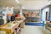 Blick in die Holzwerkstatt mit optimaler Infrastruktur im Erdgeschoss.