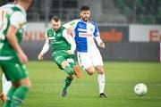 Runar Sigurjonsson (Mitte) trug in der vergangenen Rückrunde das Trikot des FC St.Gallen, ehe er zu den Grasshoppers zurückkehrte. (Bild: Ralph Ribi)