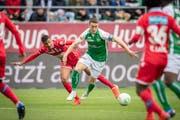 St.Gallens Captain Silvan Hefti (Mitte) soll das Interesse einiger europäischer Clubs geweckt haben. (Bild: Urs Bucher)