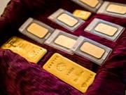 Gold gehört zu den beliebtesten Anlageformen der Schweizerinnen und Schweizer, wie eine Untersuchung der Universität St. Gallen zeigt (Archivbild). (Bild: KEYSTONE/CHRISTIAN MERZ)