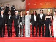 Cast und Crew von «The Dead Don't Die» am Dienstagabend bei der Eröffnung des 72. Filmfestival Cannes. (Bild: KEYSTONE/EPA/GUILLAUME HORCAJUELO)
