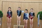Die K1-Turnerinnen reservierten gleich das ganze Podest für sich (v.l.) Silber: Geraldine Eppler, Staad, Gold: Elina Baumgartner, Kriessern, Bronze: Nuala Hohl, Widnau; Adriana Pilovic, Staad. (Bild: pd)