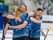 Alina Pätz, Melanie Barbezat, Silvana Tirinzoni, Esther Neuenschwander (von links): In der abgelaufenen Saison konnten die Schweizerinnen oft jubeln - wie hier nach dem World-Tour-Turniersieg in Saskatoon (Bild: KEYSTONE/AP The Canadian Press/MATT SMTIH)