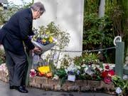 Uno-Generalsekretär legt bei der Al Noor-Moschee in Christchurch Blumen nieder. (Bild: KEYSTONE/AP POOL/STACY SQUIRES)