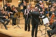 Die Klarinettistin Sabine Meyer und das Kammerorchester Basel unter der Leitung von Paul McCreesh. (Bild: Roger Grütter (Luzern, 12. Mai 2019)