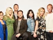 Eine Crew in den Startlöchern: Ein neuer Trailer zeigt die vorfreudigen Protagonisten der Kultserie «Beverly Hills, 90210», die im August als Neuauflage ins US-Fernsehen kommt. (Instagram) (Bild: Instagram Tori Spelling)