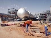 Das Khurais Ölfeld, 160 Kilometer von Riad entfernt. Auf eine Pumpstation an der Ost-West-Pipeline wurde nach saudischen Angaben am Dienstag ein Angriff verübt. (Bild: Keystone/EPA/ALI HAIDER)