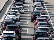 Die Zahl der in der Schweiz und Liechtenstein neu zugelassenen Autos im April wieder deutlich angestiegen. (Bild: KEYSTONE/ALEXANDRA WEY)