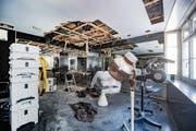 Die Coiffure-Abteilung bei Baettig wurde stark beschädigt – die Parfumerie hingegen könnte schon Ende Woche wieder öffnen. (Bild: Urs Bucher)
