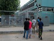Die Zahl der Asylgesuche in der Schweiz ist im April erneut deutlich zurückgegangen. (Bild: KEYSTONE/TI-PRESS/CARLO REGUZZI)