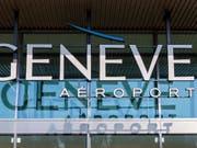 Am Genfer Flughafen sind am Mittwoch wegen des Verdachts auf Korruption mehrere Hausdurchsuchungen durchgeführt worden. (Bild: KEYSTONE/MARTIAL TREZZINI)