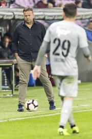 Das letzte Spiel, in dem Rahmen Hemd, feine Hose und modische Schuhe trug: Die Auswärtspleite am 11. Spieltag in Genf. (Bild: Freshfocus)