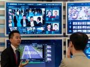 Beispiel einer Gesichtserkennungssoftware eines chinesischen IT-Unternehmens. Für die Stadt San Francisco überwiegen die Nachteile bei weitem. (Bild: KEYSTONE/EPA/ALEKSANDAR PLAVEVSKI)