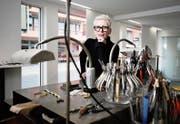 Zehn Jahre lang wirkte Brigitte Moser in ihrem Atelierladen an der Dorfstrasse in Baar. Nun beginnt eine weitere Episode im Leben der Schmuckdesignerin. (Bild: Stefan Kaiser (10. mai 2019))