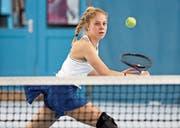 Die erst 16-jährige Sirnacherin Nicole Zurbriggen spielte am vergangenen Wochenende gegen die Grasshoppers besonders stark auf. Sie besiegte mit Natalie Fäh eine enge Vertraute von Belinda Bencic. (Bild: Mario Gaccioli)