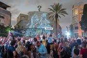 Die «Weisse Nacht» von Tel Aviv, ein riesiger Kulturanlass, bringt gegen Ende Juni jeweils Zehntausende Menschen auf die Strassen, zu Konzerten, Partys, Ausstellungen und Stadtführungen. (Bild: Peter Loewy)