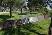Das Gemeinschaftsgrab wird erweitert und neu gestaltet mit Stahlplatten für die Aufnahme von Beschriftungstafeln entlang von Wegverbindungen. (Bild: Heini Schwendener)