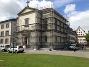 Derzeit wird die Fassade der Schutzengelkapelle eingerüstet. (Bild: Reto Voneschen - 15. Mai 2019)