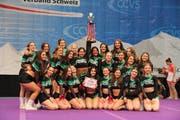 Das erste Team der FCSG-Cheerleader 2017 beim Gewinn des 14. Schweizer Meistertitels. (Bild: PD - 21. Mai 2017)