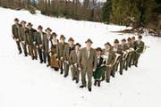 Freuen sich auf den Jubiläumsabend und auf die neue Kleidung: die Jagdhornbläser Obwalden. (Bild: PD)