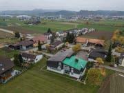 Blick aufs Gemeindehaus und das Dorf von Wikon. (Bild: Dominik Wunderli, 15. November 2018)