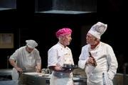 Hauptprobe der Bühne Amt Entlebuch mit dem Stück «Die Küche». Auf dem Bild zu sehen sind von links: Beat Probst (als Paul, Chef Patissier) und Willy Portmann (als Max, Koch) (Bild: Pius Amrein, Heiligkreuz, 14.Mai 2019)