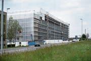 Die Bauarbeiten für das neue Zentrum laufen auf Hochtouren. (Bild: Stefan Kaiser, Cham, 16. Mai 2019)