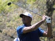 Tiger Woods musste seinen Abschlägen öfters skeptisch nachschauen (Bild: KEYSTONE/EPA/PETER FOLEY)