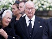 Der frühere belgische König Albert II. (in schwarzer Krawatte) zusammen mit seiner Gattin Paola (links) in einer Aufnahme vom 3. Mai 2019. (Bild: KEYSTONE/EPA/JULIEN WARNAND)