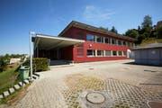 Das Schulhaus Mühlematt in Gisikon – die Gemeinde braucht mehr Schulraum. (Bild: Jakob Ineichen, 12.08.2018)