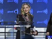 Nun ist es schwarz auf weiss: Der geplante Auftritt von US-Popstar Madonna am Finale des 64. Eurovision Song Contest findet statt. (Bild: Keystone/AP Invision/EVAN AGOSTINI)